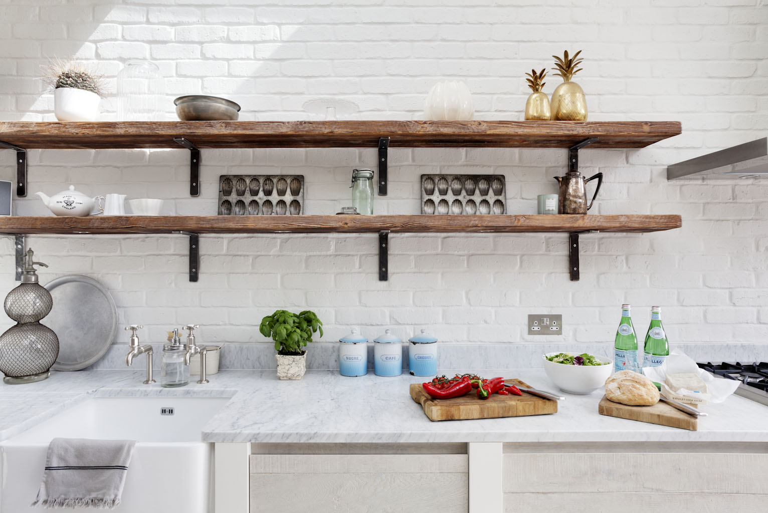 Rustic Kitchen Cabinets - Shelved kitchen