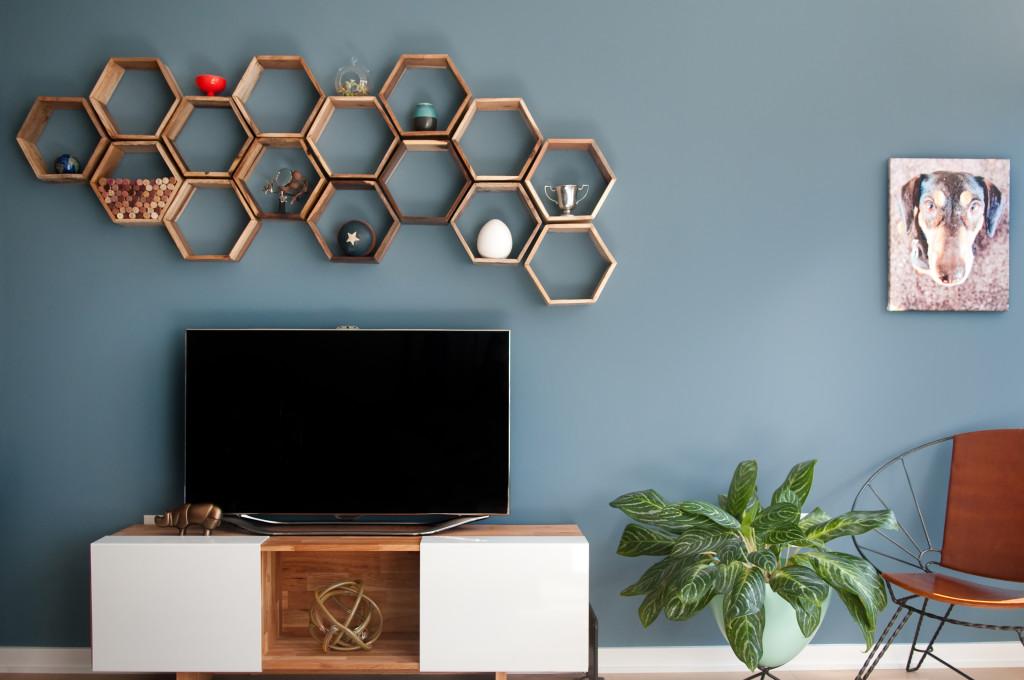 Hexagonal Wall Shelf - wall-decorating-ideas-above-tv