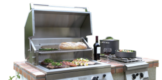 SOALIRE-GRILL-IN-BACKYARD-A-LIFESTYLE-IMAGE