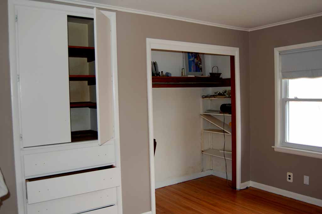 Master Bedrooms With Built-in Shelving | Decor Or Design