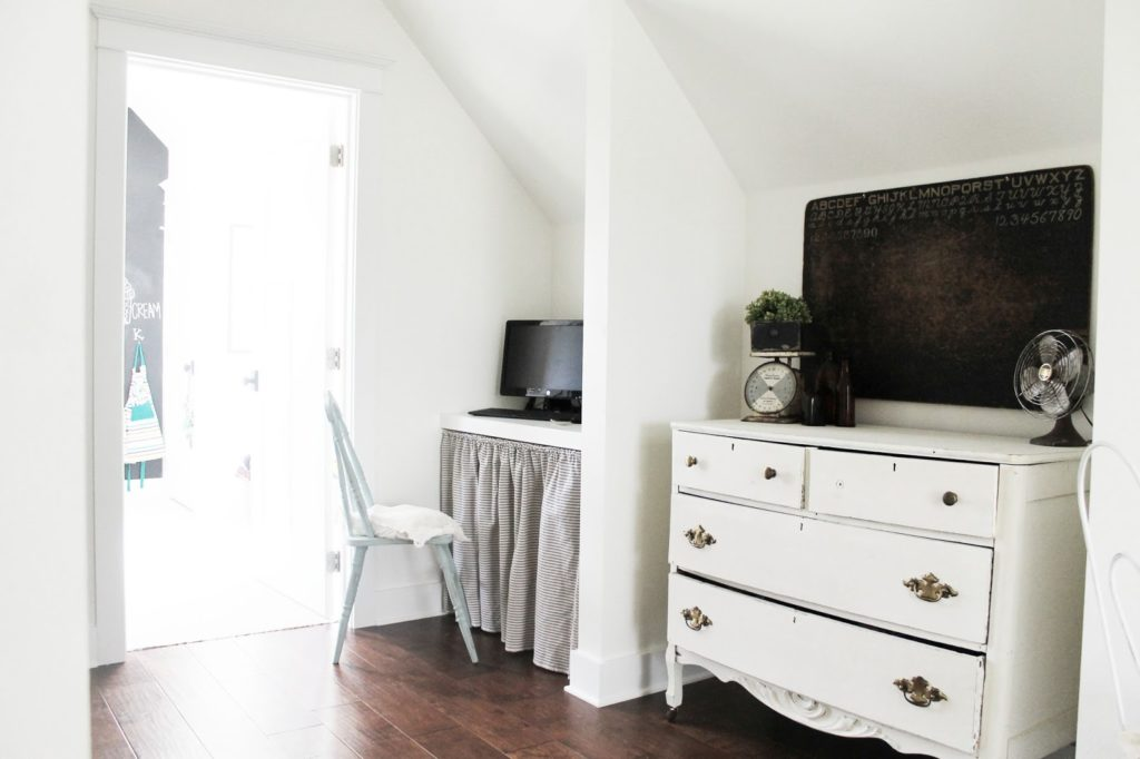 master bedrooms with built-in desk ideas